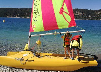 Activites nautique au Lac de Sainte Croix - gréement de Funboat