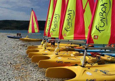 base-nautique-les-salles-sur-verdon-lac-de-sainte-croix-equipements-sportifs-funboat-1