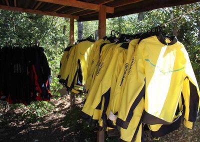 base-nautique-les-salles-sur-verdon-lac-de-sainte-croix-equipements-sportifs-vestes-de-voile